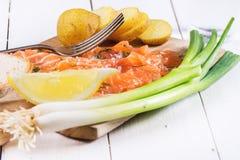 Snack mit gesalzenen Lachsen Stockfoto