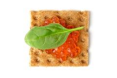 Snack mit rotem Kaviar Stockfotos