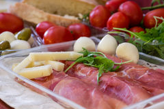 Snack of mozzarella, tomatoes and prosciutto Royalty Free Stock Photography