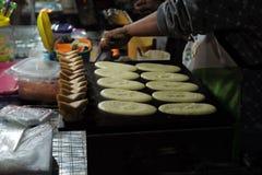 Snack op een hete pan stock afbeelding