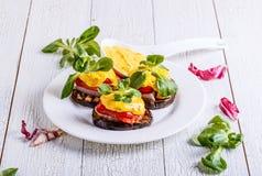 Snack van aubergine, Spaanse peper, het lapje vlees van Turkije Stock Afbeeldingen