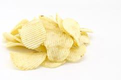 SnackKartoffelchips lokalisiert auf Weiß Lizenzfreies Stockfoto