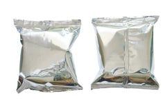 Snackpaket in der Aluminiumfolie auf weißem Hintergrund Stockbilder