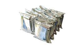 Snackpaket in der Aluminiumfolie vereinbaren auf weißem Hintergrund Lizenzfreie Stockbilder