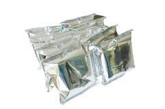 Snackpaket in der Aluminiumfolie vereinbaren auf weißem Hintergrund Lizenzfreie Stockfotos