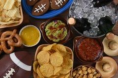 Snacks en Dranken voor een Voetbal Lettende op Partij royalty-vrije stock foto's