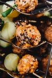 Snacks met vlees en groenten vleesbool met babyaardappel Royalty-vrije Stock Afbeelding