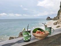 Snacks op het strand Stock Afbeeldingen