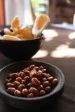 Snacks: Pinda's en spaanders Royalty-vrije Stock Fotografie