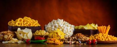 Snacks, Spaanders en Popcorn royalty-vrije stock afbeelding
