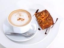Snacktime con café y la torta Imagen de archivo libre de regalías