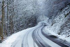 Snöad väg i vinter Royaltyfri Fotografi