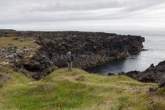 Snaefellsness, Ισλανδία - 23 Ιουλίου 2016 Νεαρός άνδρας Στοκ Φωτογραφίες