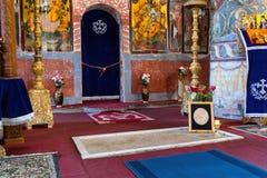 Snagov, Roumanie - 30 mars 2019 : Pierre tombale de Vlad Tepes Dracula située dans le monastère de Snagov photos stock