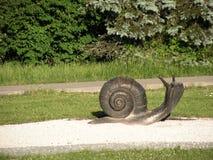 Snail skulptur Landskapomr?de i str?larna av inst?llningssolen royaltyfri bild