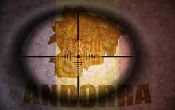 Snajperski zakres celował przy andorran mapą i flaga Zdjęcie Stock