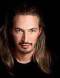 Snak gehuurd jong slim Oosters mensenportret royalty-vrije stock fotografie