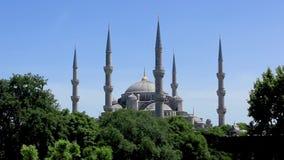 Snak schot aan Islamitische moskeeochtend in Turkije stock footage