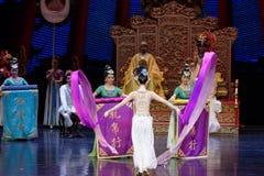 Snak sleeved hofdans de 1-tweede handeling: een feest in de van het paleis-heldendicht de Zijdeprinses ` dansdrama ` royalty-vrije stock afbeelding