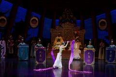 Snak sleeved hofdans de 3-tweede handeling: een feest in de van het paleis-heldendicht de Zijdeprinses ` dansdrama ` stock foto