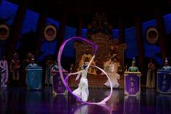 Snak sleeved hofdans de 4-tweede handeling: een feest in de van het paleis-heldendicht de Zijdeprinses ` dansdrama ` royalty-vrije stock afbeeldingen