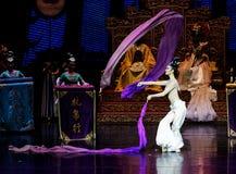 Snak sleeved hofdans de 6-tweede handeling: een feest in de van het paleis-heldendicht de Zijdeprinses ` dansdrama ` royalty-vrije stock fotografie