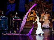 Snak sleeved hofdans de 6-tweede handeling: een feest in de van het paleis-heldendicht de Zijdeprinses ` dansdrama ` royalty-vrije stock foto's