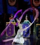 Snak sleeved hofdans de 7-tweede handeling: een feest in de van het paleis-heldendicht de Zijdeprinses ` dansdrama ` royalty-vrije stock afbeelding