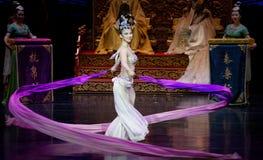 Snak sleeved hofdans de 8-tweede handeling: een feest in de van het paleis-heldendicht de Zijdeprinses ` dansdrama ` royalty-vrije stock afbeelding