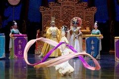 Snak sleeved hofdans de 9-tweede handeling: een feest in de van het paleis-heldendicht de Zijdeprinses ` dansdrama ` royalty-vrije stock foto
