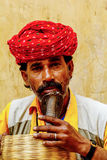 Snake charmer kissing snake in Jaipur, India Stock Photography
