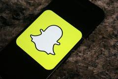 Snapchat在屏幕三星电话的商标应用程序 库存图片