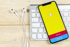 Snapchat applikationsymbol på närbild för skärm för smartphone för Apple iPhone X Snapchat app symbol Social massmediasymbol bild Fotografering för Bildbyråer