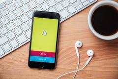 Snapchat is populair een toepassing van het fotooverseinen Stock Afbeeldingen