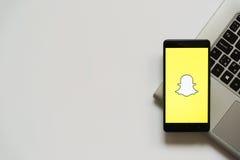 Snapchatembleem op het smartphonescherm Royalty-vrije Stock Foto's