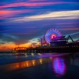 Snata Monica Kalifornia zmierzch na mola Ferrys kole obrazy royalty free