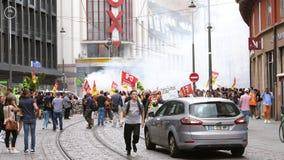 SNCF-Angestelltprotestarbeitskräfte auf französischer Straße stock video