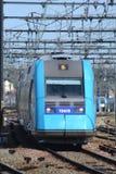 SNCF DMU pociąg Przyjeżdża przy Le Mans Obraz Stock