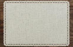 Sönderrivet tyg för torkduketabellkant, trätabell Royaltyfri Fotografi