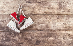 Sneakers na podłoga Obrazy Stock