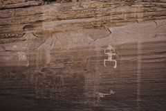 Sned Anasazi petroglyphs i kanjonen de Chelly - Arizona Arkivbilder