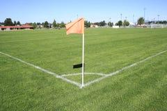 Sned boll på en flagga för fotbollhörnfält Arkivbilder