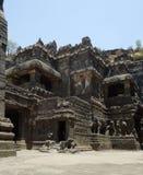 sned forntida aurangabad 26 27 backen för grottagrottaelloraen som hinduiska india nära nummer ut vaggar fasta tempel Royaltyfri Fotografi