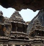 sned forntida aurangabad 26 27 backen för grottagrottaelloraen som hinduiska india nära nummer ut vaggar fasta tempel Arkivfoto