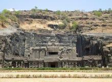 sned forntida aurangabad 26 27 backen för grottagrottaelloraen som hinduiska india nära nummer ut vaggar fasta tempel Arkivbild
