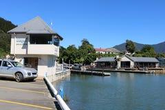 Snedsteggästgivargård och marina som bygger Havelock Nya Zeeland Arkivbild