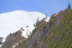 Sneeuw afgedekte berg Royalty-vrije Stock Afbeeldingen