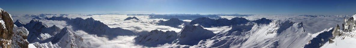 Sneeuw Afgedekte Bergen Stock Afbeelding