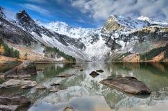 Sneeuw afgedekte bergen Royalty-vrije Stock Foto's