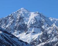 Sneeuw afgedekte bergpieken in Alaska stock afbeeldingen